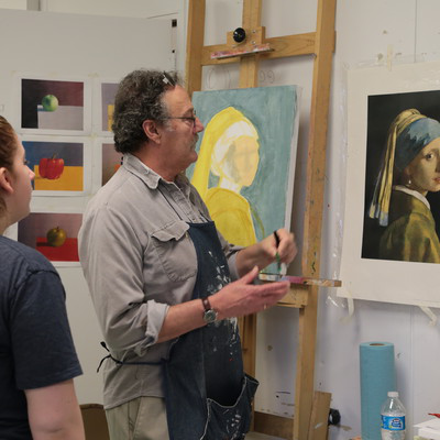 Professor of Art, Ed Valentine, assists 十大靠谱网赌网址 students in his Painting 1 course.